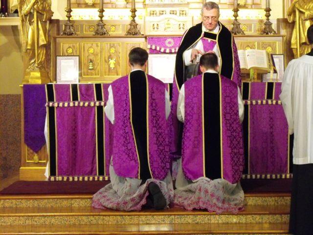 Fr. Cekada Distributes Ashes